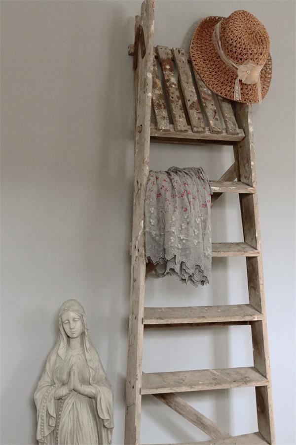 Matte-Muurverf-warm-grey-Kalkverf-Vintage-paint-krijtverf krijtverf kleuren grijze krijtverf krijtverf op de muur krijtverf aanbrengen