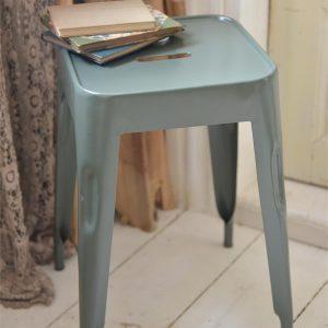 Product-3-Groene-kruk-metalen-stoel-industrieel-interieur