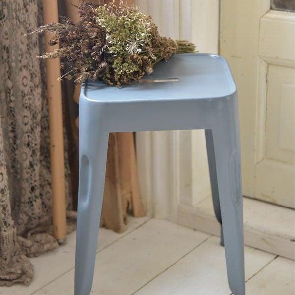 Product-4-Blauwe-kruk-metalen-stoel-industrieel-interieur