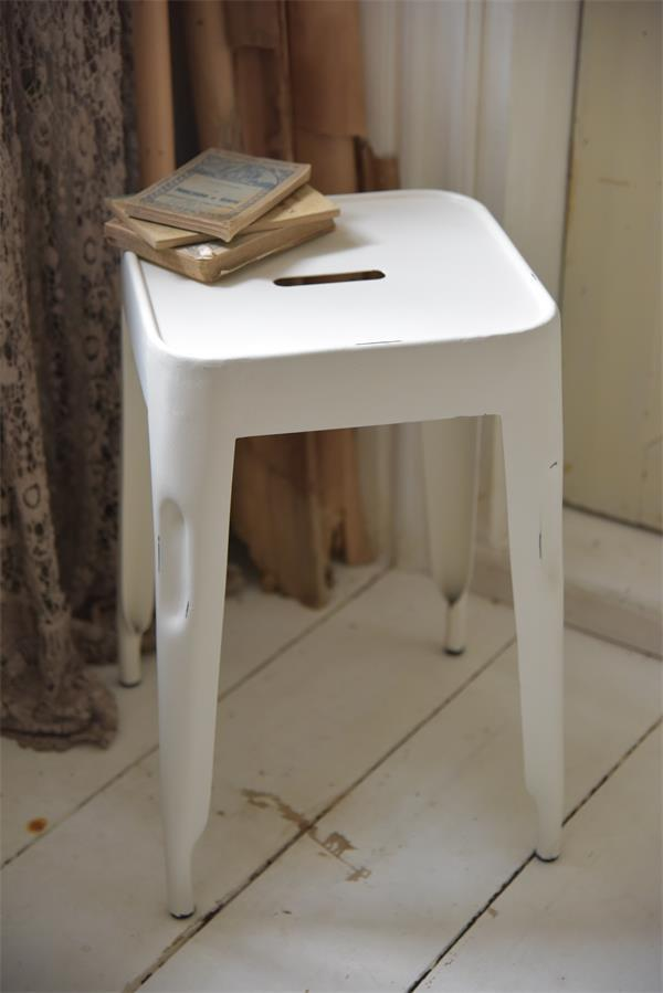 Product-5-Witte-kruk-metalen-stoel-industrieel-interieur
