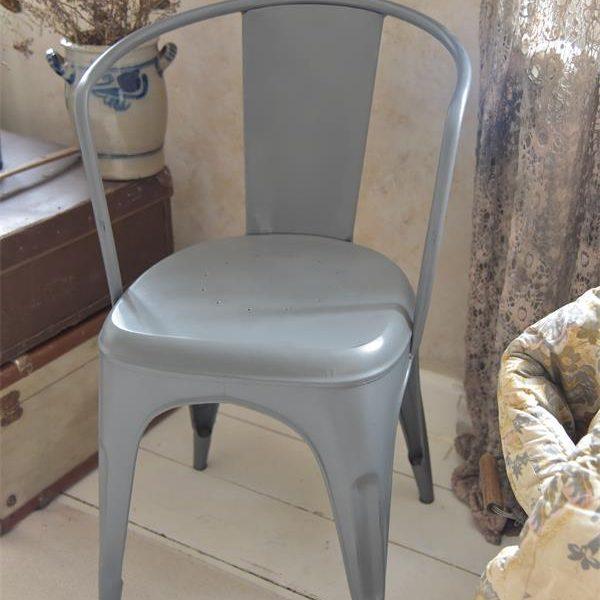 Grijze-soft-linen-tolix-stoel-metalen-stoel-industrieel-interieur-1