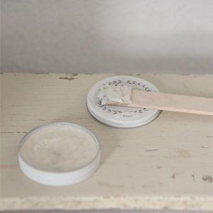 wax aanbrengen op krijtverf-krijtverf lakken-matte lak over krijtverf-krijtverf aflakken-krijtverf afwerken-krijtverf beschermlaag-krijtverf beschermen-wax gebruiken-krijtverf wax-wax krijtverf-wax aanbrengen-wax aanbrengen op krijtverf-krijtverf en wax-wax over krijtverf-wax voor krijtverf glanzende wax parelmoer