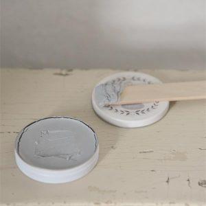 wax aanbrengen op krijtverf-krijtverf lakken-matte lak over krijtverf-krijtverf aflakken-krijtverf afwerken-krijtverf beschermlaag-krijtverf beschermen-wax gebruiken-krijtverf wax-wax krijtverf-wax aanbrengen-wax aanbrengen op krijtverf-krijtverf en wax-wax over krijtverf-wax voor krijtverf grijze wax