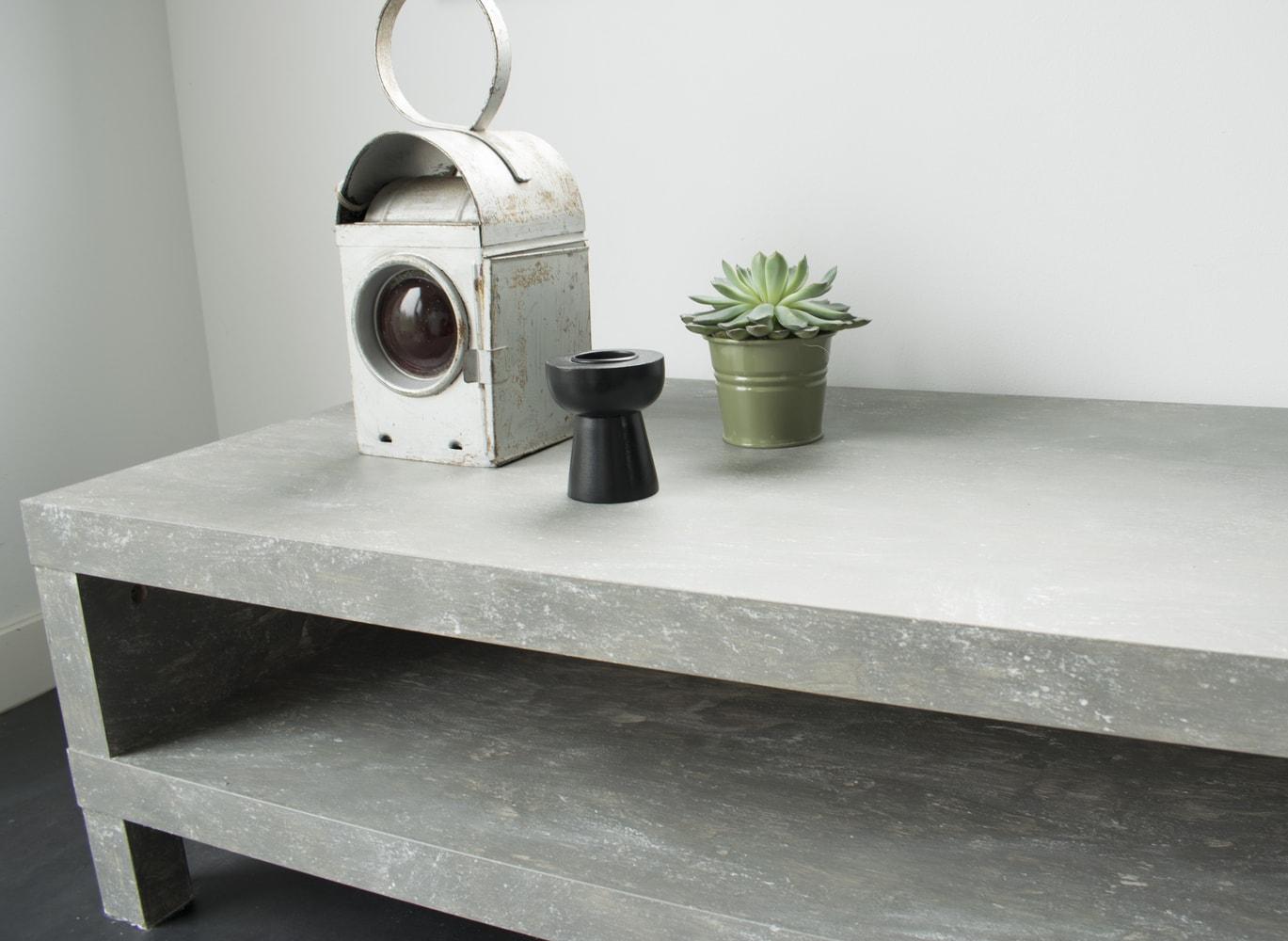 DIY-Betonlook-tv-meubel-betonlook-verf-betonlook-meubels-betonlook-verf-aanbrengen-eindresultaat