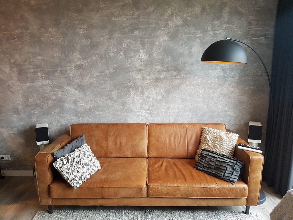 Soft-grey-Betonlook-Muur-Betonlook-Verf-Aanbrengen
