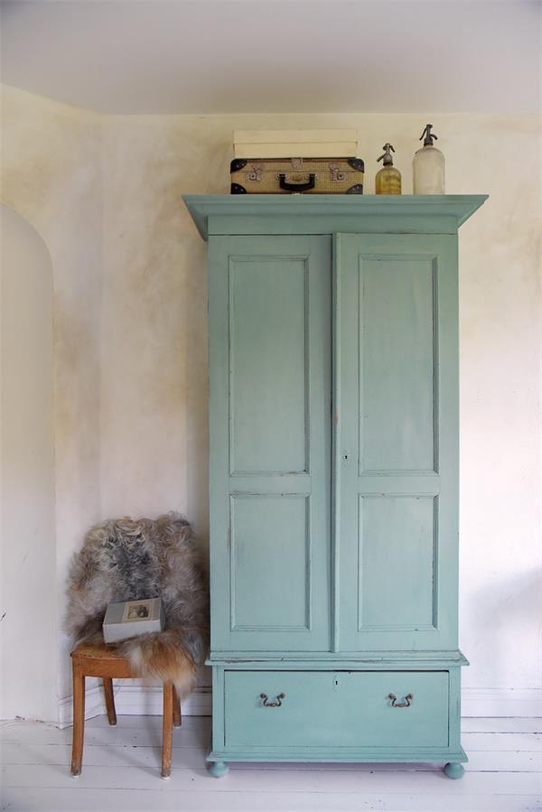 Blauwe-krijtverf-dusty-turquiose-krijtverf-blauw-krijtverf-aanbrengen-krijtverf-kast-krijtverf-stoelen