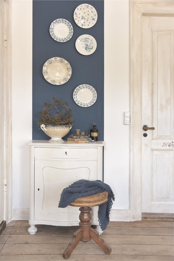 Blauwe-krijtverf-krijtverf-blauw-krijtverf-aanbrengen-krijtverf-kast-krijtverf-stoel-krijtverf-meubels