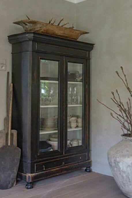 krijtverf meubels - krijtverf voor meubels - kast verven met krijtverf - eiken kast verven met krijtverf - kasten verven met krijtverf - kast opknappen met krijtverf - kastje krijtverf - kastje schilderen met krijtverf - meubels pimpen met krijtverf