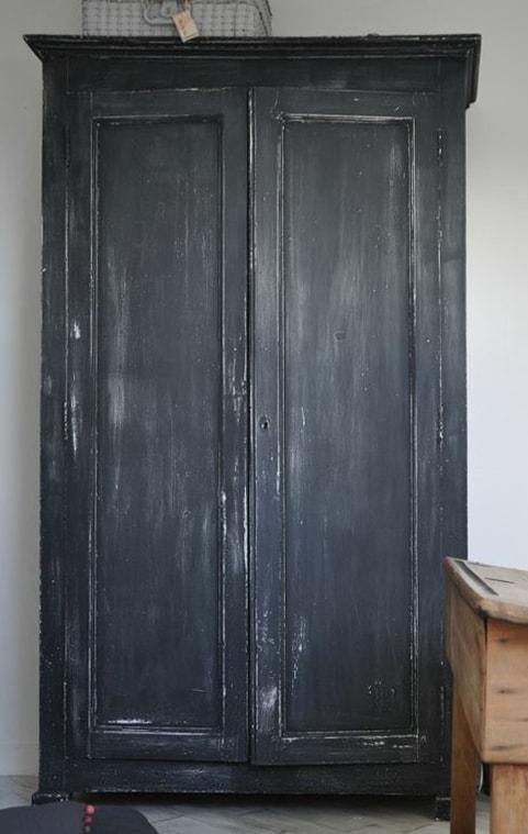 Zwarte-krijtverf-black-velvet-verven-zonder-schuren-krijtverf-kast