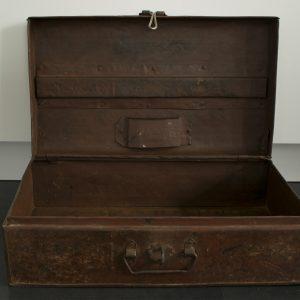 Industriele-metalen-koffer-box-foto-voorkant-open-binnenkant