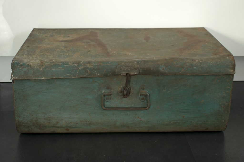 Industriele-metalen-koffer-box-foto-voorkant-dicht
