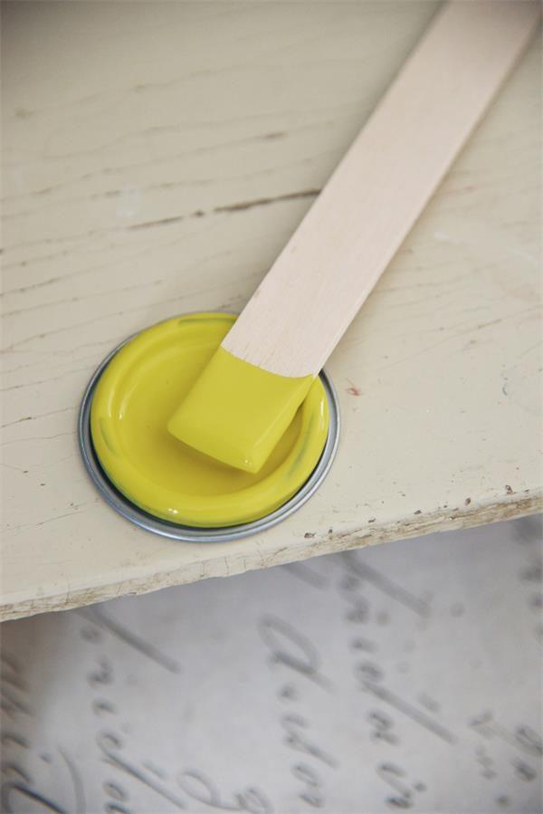 Gele-krijtverf-krijtverf-muur-krijtverf-kopen-krijtverf-aanbrengen-verven-met-krijtverf-krijtverf-kopen-warm-yellow