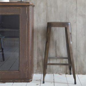 Industriele-kruk-brons-bruin-industriele-stoel-industrieel-interieur-barkruk-1-vierkant