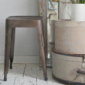 Industriele-kruk-brons-bruin-industriele-stoel-industrieel-interieur-vierkant