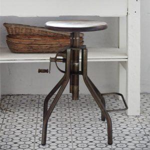 Industriele-kruk-oud-hout-uniek-metaal-industriele-stoel-industrieel-interieur-1-vierkant