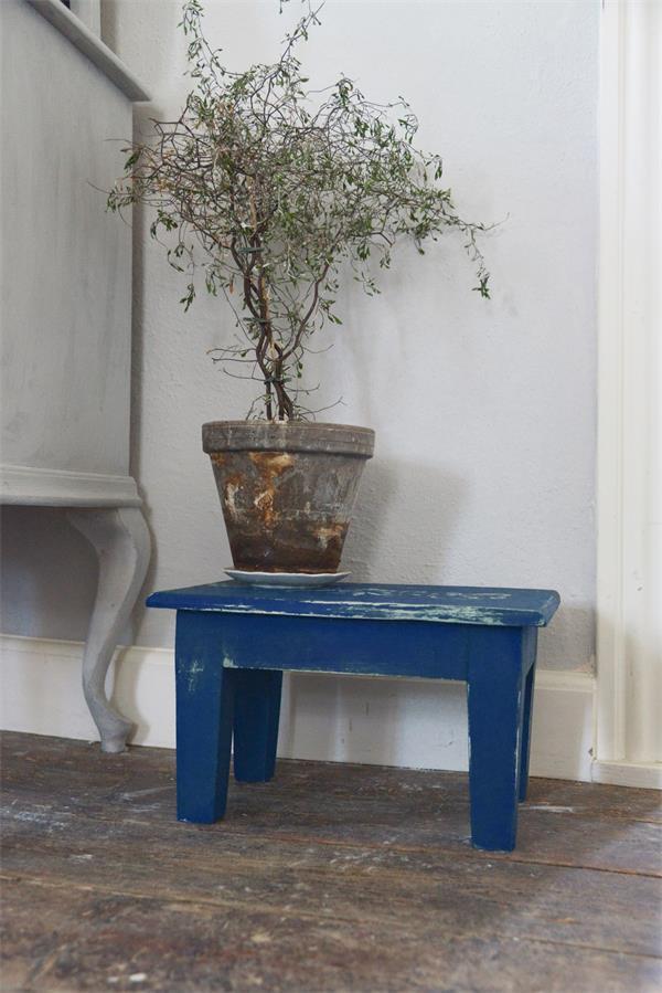 Blauwe-krijtverf-warm-blue krijtverf tafel krijtverf aanbrengen krijtverf muur krijtverf kast