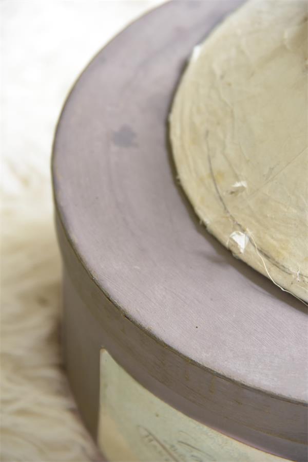 Paarse-krijtverf-Delightful-plum kleuren krijtverf krijtverf aanbrengen krijtverf op meubels