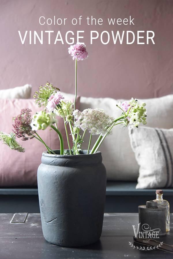 Roze-krijtverf-vintage-powder-krijtverf-aanbrengen-romantisch-industrieel-interieur-krijtverf-meubels-krijtverf-muur-woonkamer