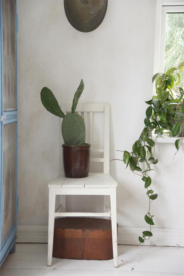 Witte-krijtverf-Creme-krijtverf-warm-cream krijtverf muur krijtverf stoel krijtverf aanbrengen beige krijtverf