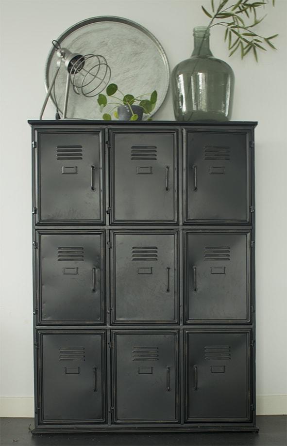 Veiling-industriele-kast-metalen-zwarte-locker-lockerkast-klein