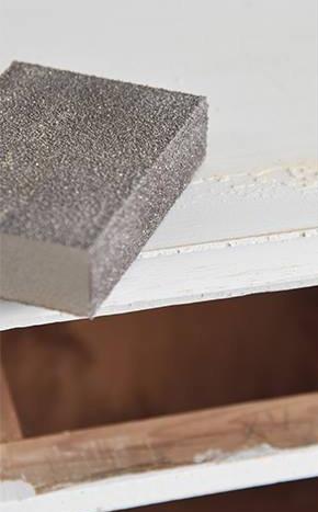 Schuren-kast-krijtverk-aanbrengen-krijtverf-kleuren-krijtverf-verven-kast-kast-krijtverf-meubels-industrieel-interieur