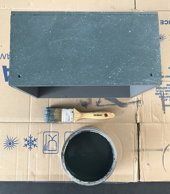 Zwart-betonlook-verf-effect-diy-betonlook-project-betonlook-woonaccessoires-betonlook-accessoires-zwart-betonlook-kistje