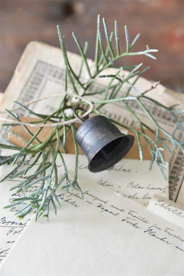 Industriele-kerst-kerstdecoratie-metalen-decoratie-metalen-woonaccessoires-metalen-bel-kerstboom