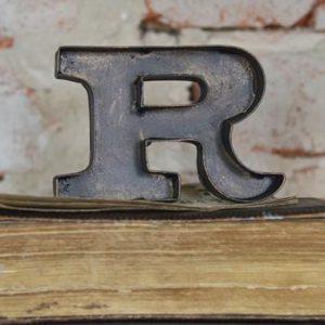 r-teken-metalen-letters