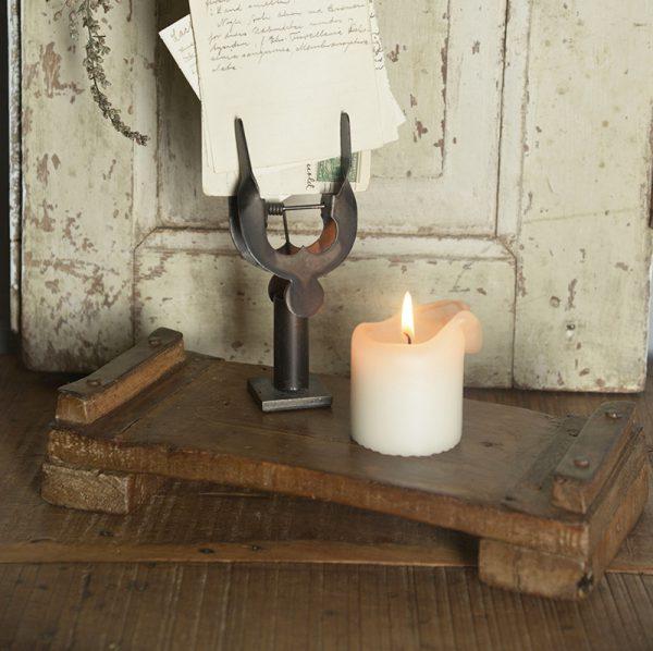 Houten-dienblad-industriele-decoratie-industriele-woondecoratie-industriele-woonaccessoires-oud-houten-plankje