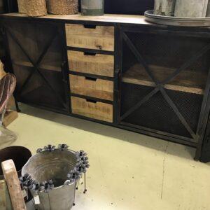 Industrieel dressoir van staal en mangohout